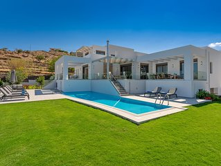 Villa Eolia! Luxurious! Within walking distance from the beach & shops! Car Free