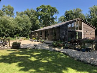 Forest Location  near the Jurassic Coast *Kids Play Area * Decking *Fire pit
