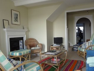 A Beautifully Renovated Characterful Cottage Overlooking R Camel in Central Rock