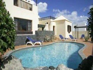 Villa Eileen: Sleeps 10, Free Air Con/WiFi , Heated Pool, Games Area