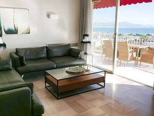 Spacious 2 Bed Apartment with Breathtaking Panoramic Sea View & Pool