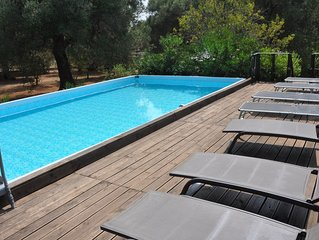 Private  Pool & deck, family friendly/tranquil, 2 acre gardens, olive grove, Bbq