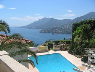 Beautiful individual villa with spectacular views over the Mediterranean.