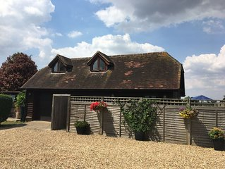 A pretty holiday, rural cottage in the heart of the garden of England-Kent