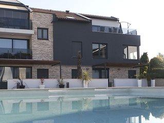 5 Sterne Apartment in neu gebauter exklusiven Anlage direkt am Meer mit Pool