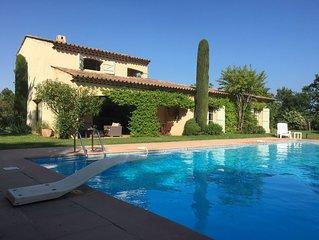 villa provençale avec piscine privée  jardin  clôturé  pour  6 pers.