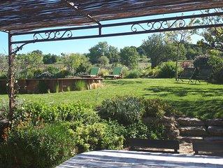 Jolie maison de ferme dans un hameau au milieu des vignes