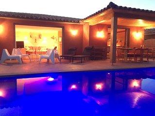 Villa neuve, 4/6 personnes, piscine privée chauffée à 300m de la plage, PMR