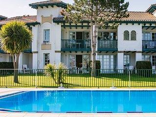 Très bel appartement en rez de jardin devant piscine, avec belle vue sur la mer