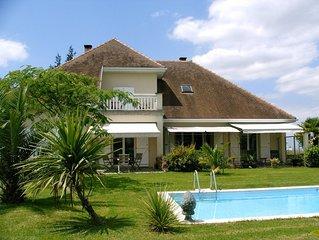 Villa d'architecte de luxe avec piscine et vue panoramique Pyrénées
