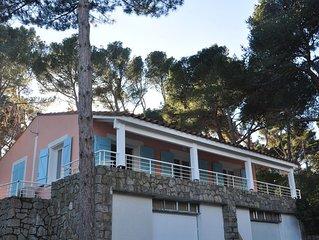 Charmante villa rénovée, au coeur d'une pinède et proche de la mer