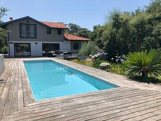 Villa récente entre lac et mer, calme, 10/12 pers, piscine, plancha, jardin 2000