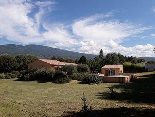 Bedoin Villa neuve  ( 100m centre village) pied du Ventoux, piscine privee