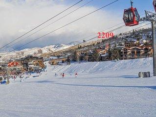 Fabulous 4(3 plus large loft) bdrm Ski in/Ski out unbeatable location