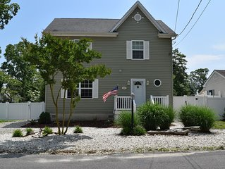 Pet Friendly Home Steps From The Bay Beach