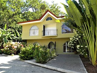 RAIN FOREST GETAWAY!  CLOSE TO BEACHES, ATTRACTIONS, RESTAURANTS AND SHOPS