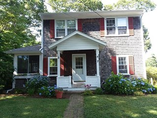 Charming Cape House in Megansett area of North Falmouth - walk to the beach!