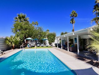 Hollywood Hideaway  3 bedroom 3 bath Large Saltwater Pool & Spa, mountain views.