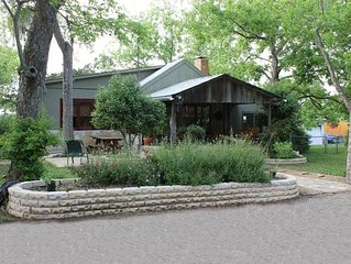 Cool Cottage  close to Bobcat Stadium, Texas State and San Marcos River!