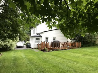 2 Bedroom cottage with A/C. STEPS TO THE LAKE, COLLEGE & TOWN! Close to Colgate!
