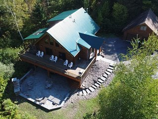 Very Private Log House Hot Tub, Outdoor Wood Fireplace, Convenient Location