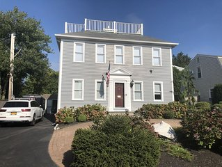 Downtown Newport with off street Parking for 6 Walk to Restaurants, Bars & Shops
