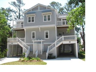Large 5BR 4BA Recently Updated Home Short Walk to Beach!