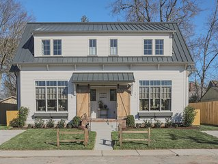 NEW Franklin Farmhouse in heart of downtown! Steps from shops & restaurants!