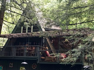 'Sunburst' Creekside Cabin - Minutes from Downtown Boone!