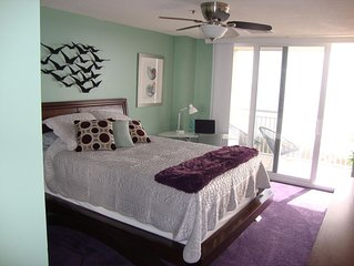 AWESOME NORTH & SOUTH OCEAN VIEW, WIFI, FULLY EQUIPPED KITCHEN, DESIGNER COLORS