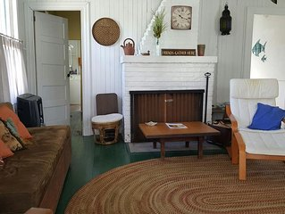 Delightful 1930s 3-bedroom Ocean Beach Cottage with private deck