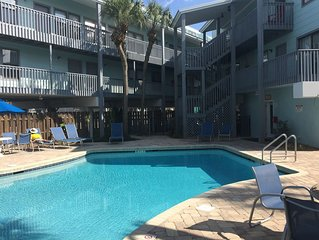 Clean Updated Gulf Side condo available spring/summer