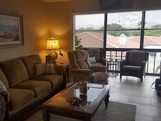 Great location! 5 min walk to beach,beautifully updated, great reviews!