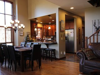 Luxurious & Spacious 4 Bdrm+Bonus Room Townhouse,Ski-in/Ski-out,Hot Tub,BBQ,View