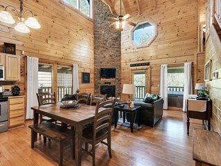 Enchanted Escape-Luxury Cabin,Gated,Pools,Mini-golf, 2bd/2bath+Full Bed in Loft