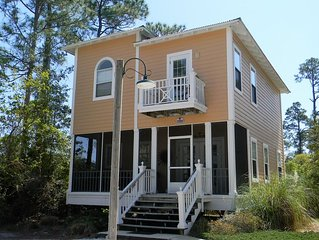 The Sea Star House close to everything! 3 bedroom 3 bth In the Purple Parrot!