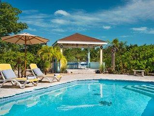 Columbus Cottage, 5 min walk Grace Bay, Good Pool, Private Garden; sleeps 5.