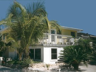 Beautiful Florida Beach Cottage just steps from White Sand Beach & Gulf