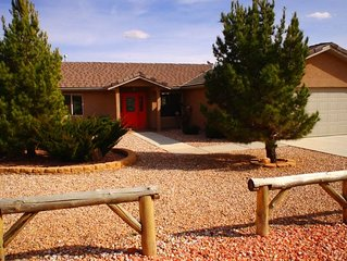 The Escalante Cottage - Cozy Western Charmer, Minutes From Town