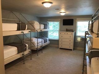'The Barn' At Oak Grove Resort....Sleeps 18.....AMAZING Bunk Room....New Listing
