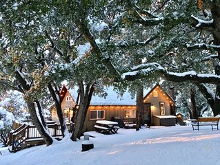 'Cozy Oaks Cabin' Peaceful Mountain Getaway, Charming & Romantic!  Trail Pass...