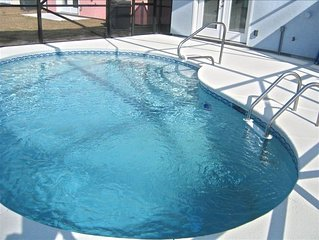 A FUN BEACHY 5 bedroom 3 Bath House w/Private Pool! Book your fall vacation!