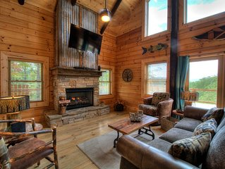 Luxury cabin, 3 bedroom, 3 baths 10 min from the NOC , 15 min from Polar Express