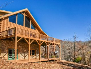 3 bedroom log home, mountain view, private on 2 acres