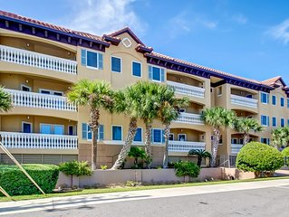 Spacious 3/3 ocean view condo,  just steps to the beach, pool, pet friendly