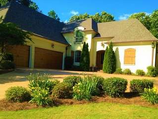 Luxury Family Home Minutes from Campus