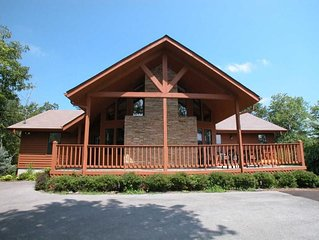 Stunning Chalet- *Perfect Location for Family Reunions, Retreats, & Gatherings*