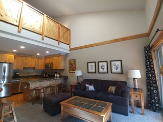 Renovated 2BR/1Ba; covered parking; WiFi; Hot tub; close to ski resorts