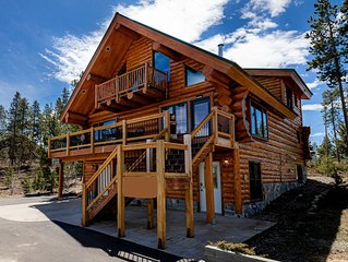 Fabulous Log Home - 2 Master Bedrooms!