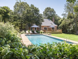 Hidden Gem: Sunny, secluded home, walk to East Hampton town and train station